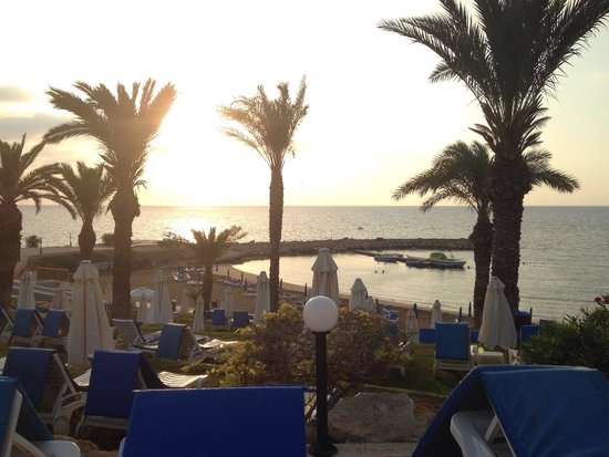 Golden Coast Beach Hotel : Early Morning xx