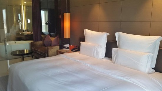 Pullman Dongguan Chang'an : Deluxe room in Pullman hotel