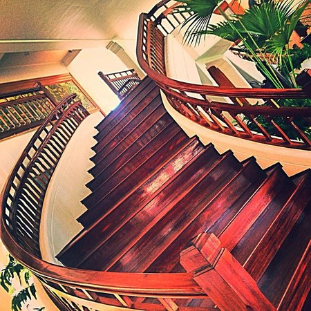 Centara Grand Beach Resort & Villas Hua Hin: Grand Staircase
