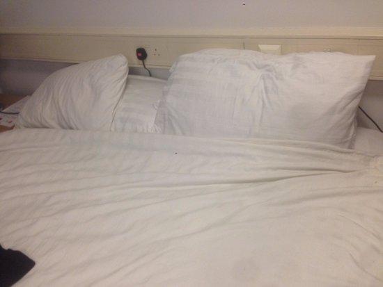 LSE Northumberland House : Secondo loro questo e' un letto rifatto!?!