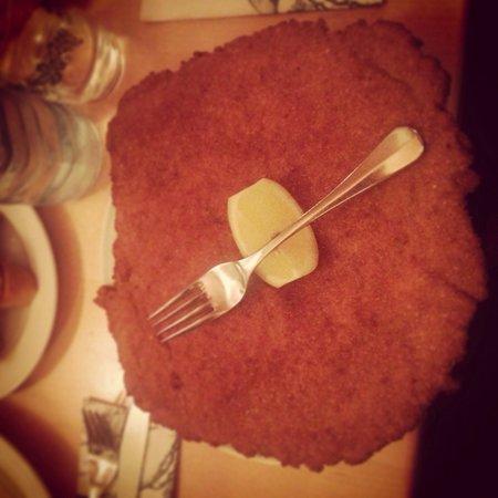 Figlmuller: El plato típico! No te lo puedes perder con la ensalada de patata, esta de muerte!