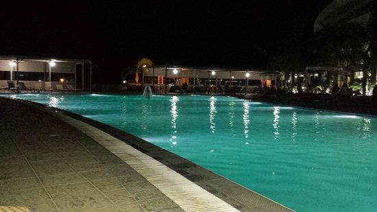 Virginia Hotel: Picine de nuit