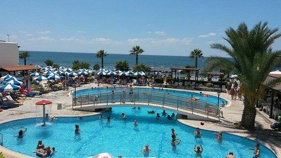 Kefalos Beach Tourist Village: gorgeous pool! (I'd had colder baths)
