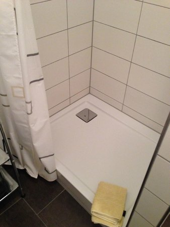 Murthum Gasteappartments: Shower