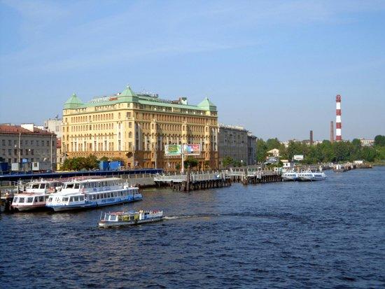 Solo Sokos Hotel Vasilievsky: Hotel a orillas del rio Neva. Estupenda vista desde las habitaciones que dan a este lateral.