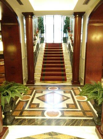 The Britannia Hotel: Hall