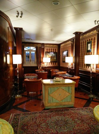 The Britannia Hotel: Bar