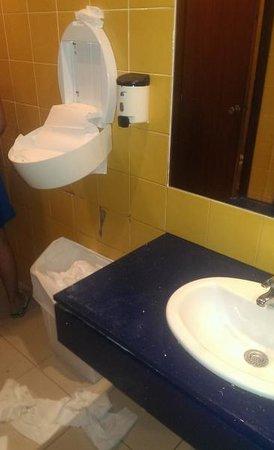 Hotel Club Els Pins : toilette commun
