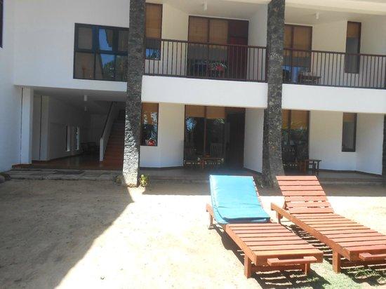 Koggala Beach Hotel : terrasse de la chambre