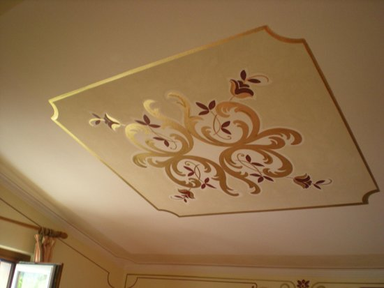 Hotel Cristallo: decorazioni soffitto camera