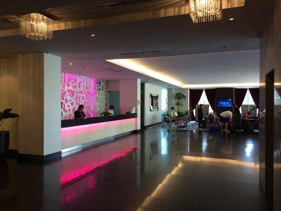 The Palace Hotel Kota Kinabalu: ロビー