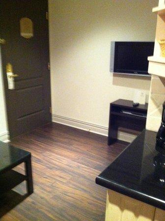 "Grand Hotel Toronto: entrance/""living room"""