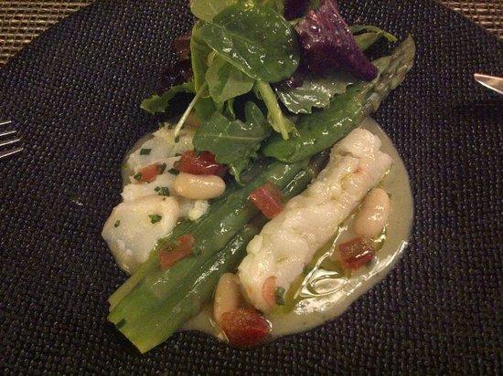 La Table du Fort: fish starter with asparagus