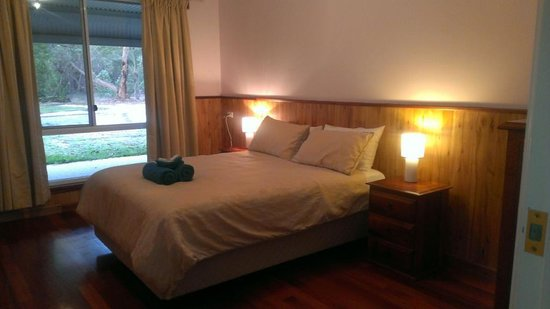 Birdhaven Manor & Farmstay Chalets: Private Bedroom (shared facilities)