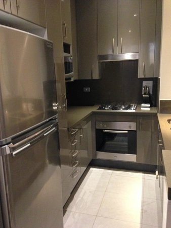Meriton Suites Kent Street, Sydney: lovely kitchen