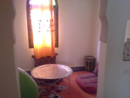Auberge du Sud : zitkamer grenzend aan de slaapkamer