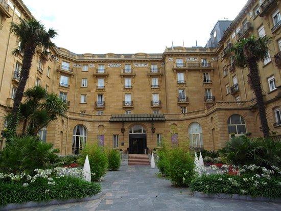Hotel Maria Cristina, a Luxury Collection Hotel, San Sebastian: ホテル外観。