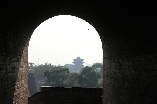 Pingyao Ancient Government Office: 城壁から内部を望む