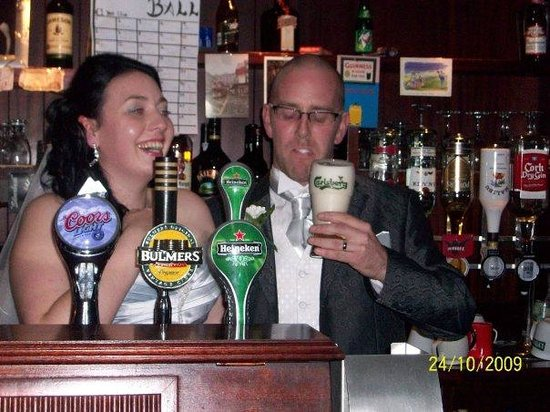 Owner Marty kindly let me try my hand at pulling Gussy a pint! Harder than it looks!