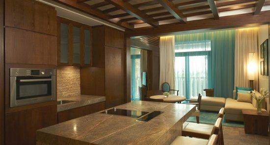 Sofitel Dubai The Palm Luxury Apartments: Apartment Kitchen