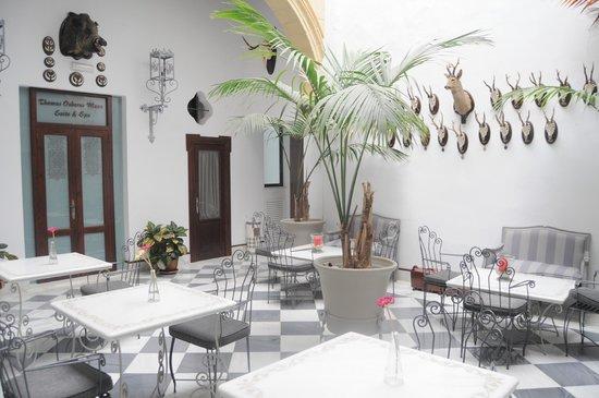 Palacio San Bartolome: Vista zonas comunes,