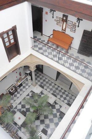 Palacio San Bartolome: Vista patio interior desde la última planta.