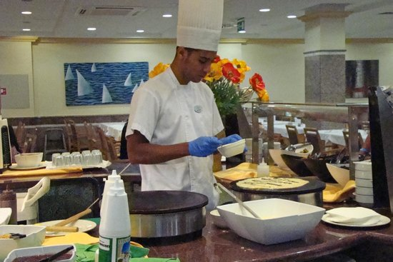 Spring Hotel Bitacora : Breakfast - the freshly-made crepes were very popular but there was lots more to choose from too