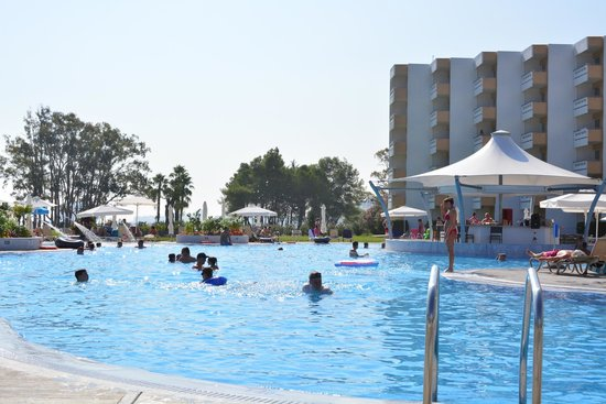 TUI FAMILY LIFE Kerkyra Golf: By the side of the pool