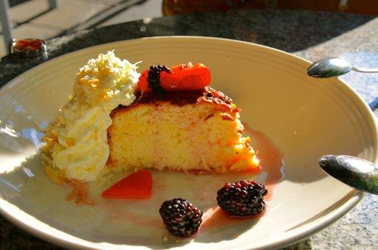 Cactus Restaurant: Dessert- coconut cake with berries