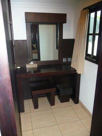 Puri Sading Hotel : Writing desk