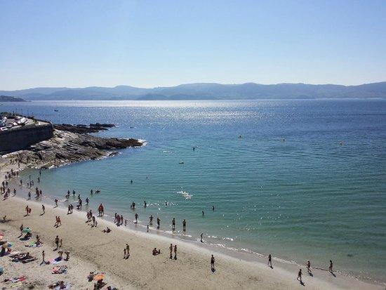 Adina, Hiszpania: La playa de Caneliñas a un paso (literal)