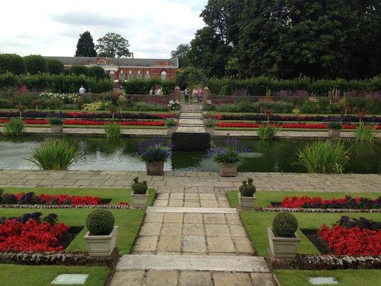 Kensington Palace : palace gardens