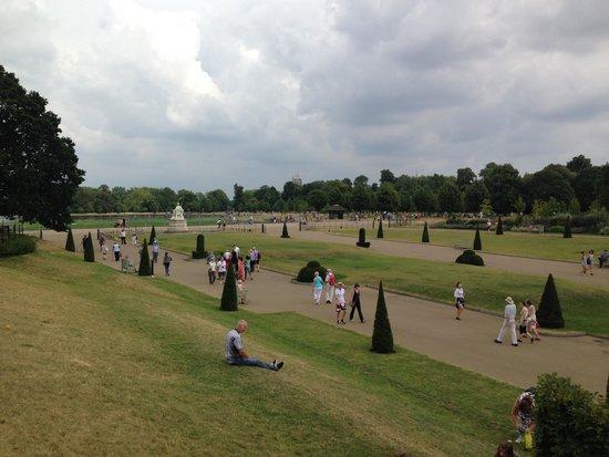 Kensington Palace : outside palace