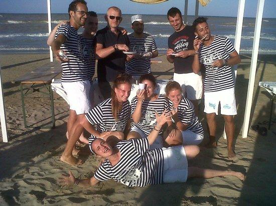 Hotel Baltic : Lo staff - Dopo averci offerto la merenda sulla spiaggia.