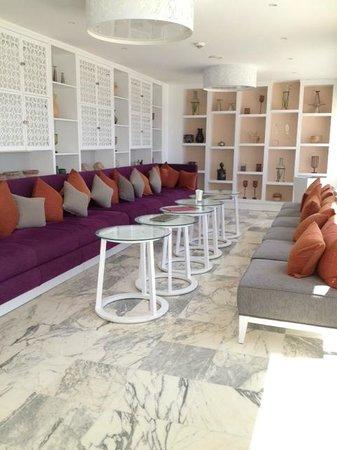 Radisson Blu Resort & Thalasso : Bar Arabesque alla reception