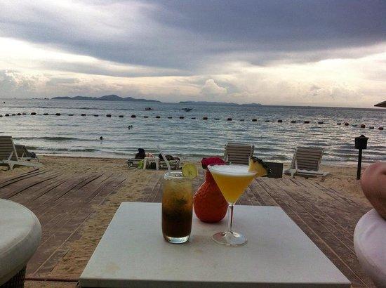 Pullman Pattaya Hotel G: Cheers!