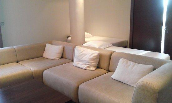 Diagonal Plaza Hotel : salon/ chambre enfants