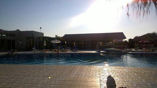 Eanthia Village: Pool area