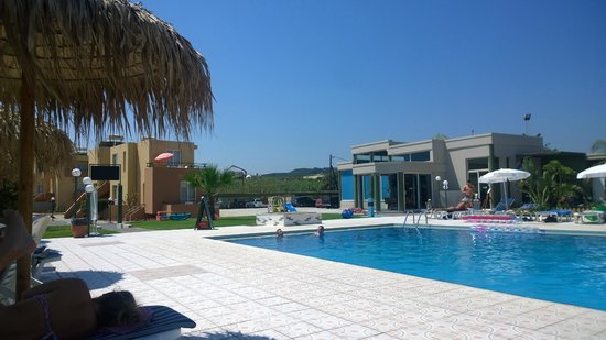 Enorme Eanthia Beach: Pool area