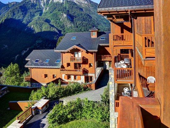 CGH Résidences & Spas Les Alpages de Champagny : L'hotel, à la lumière du matin