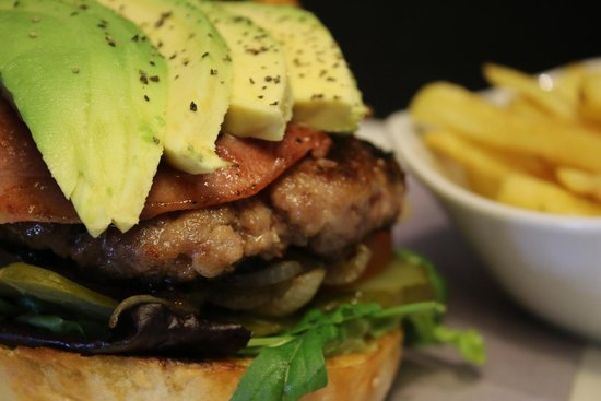 Sugo Bryanpark : Burger with bacon, avo ....