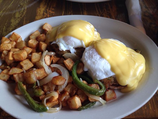 Sculley's Boardwalk Grille: Crab cake Benedict w/ home fries