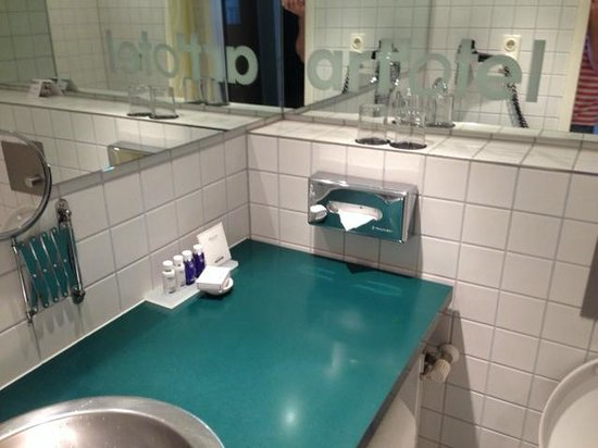 art'otel berlin mitte : Bathroom