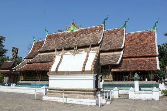 Vat Xienthong (Wat Xieng Thong): ワットシエーントーン