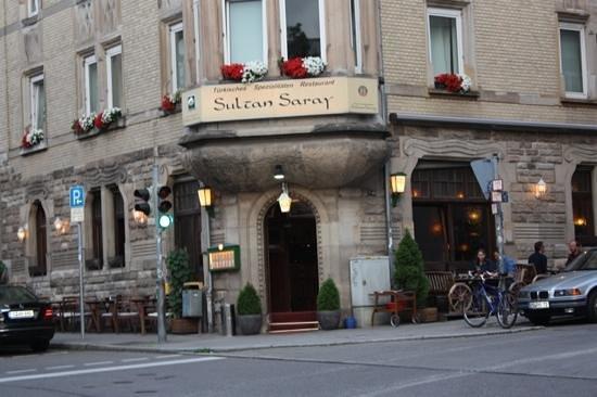Sultan Saray: Entrada do restaurante.