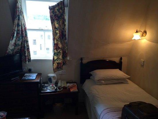 Pratt's Hotel : Single garret room on third floor