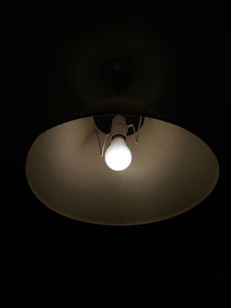 Lake House Country Hotel: Same room - one type of (incandescent) bulb
