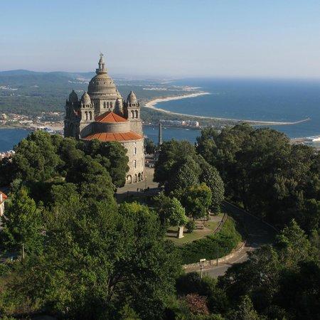 Pousada Viana Do Castelo : Basilica de Sta Lucia y desembocadura del rio Lima