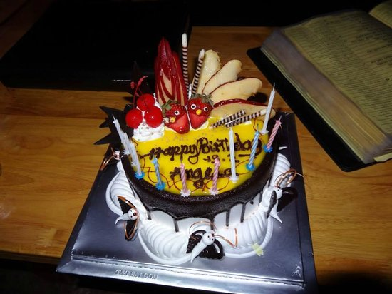 EcoTours - Private Day Tours : The Birthday cake they bought us