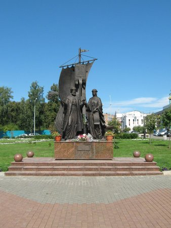Monument To Blessed Petr and Fevroniya Moromskiye